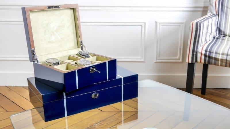 rangement pour montre et coffret de voyage pour garde temps. Black Bedroom Furniture Sets. Home Design Ideas